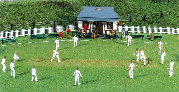 1:76 Cricket Team, 15 Figuren mit Wicket - Peco model scene  | günstig bestellen bei Preiser-Figuren.de